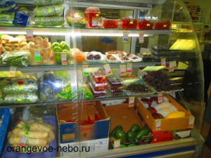 справа внизу- совершенно дикая цена на тайские манго- 800 руб/кг